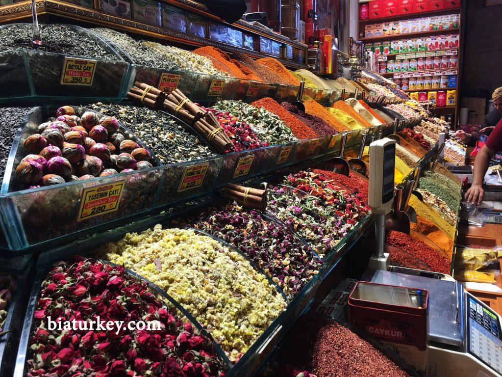 بازار مصری ها یا ادویه فروش های استانبول